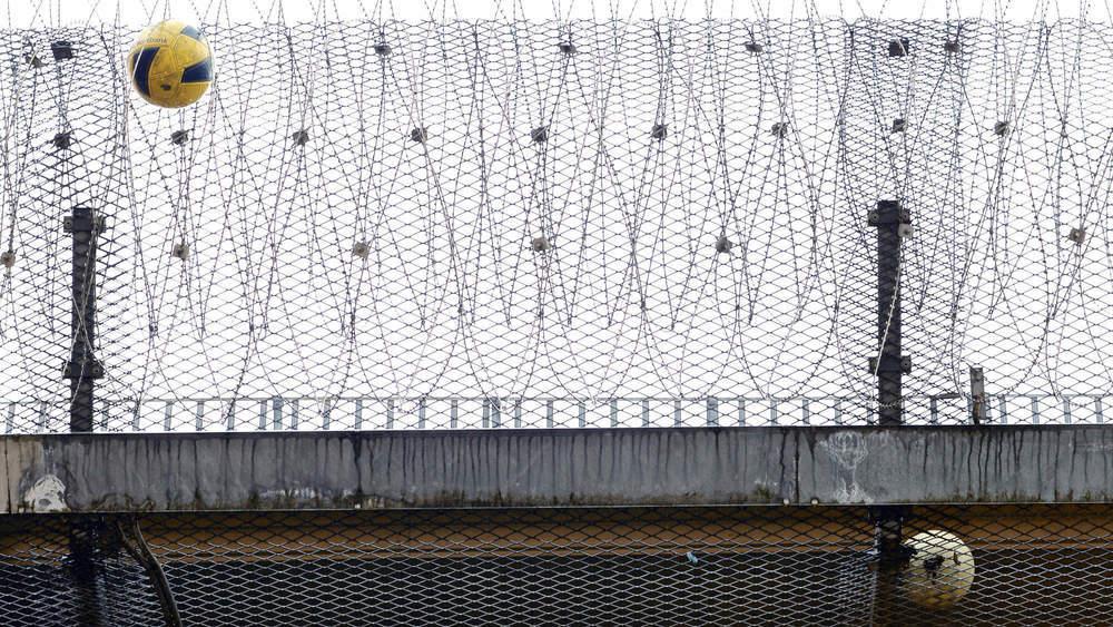Schüler hinter Gittern